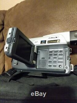 Sony Digital Handycam Video Camera Recorder DCR-TRV320 w Orig Accessories TESTED